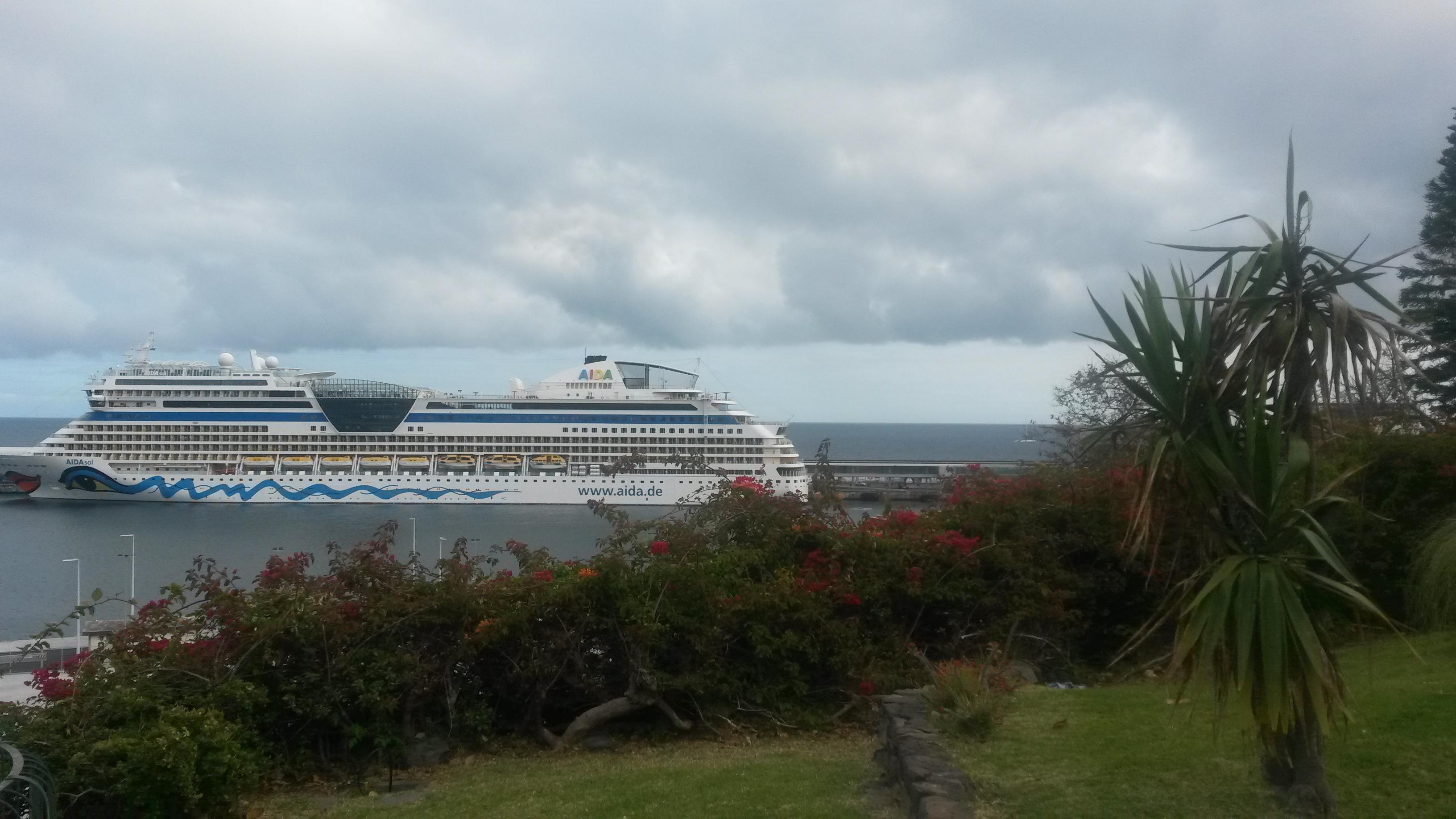 AIDAsol im Hafen von Funchal