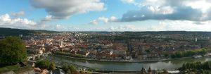 Städtereise mit meinen Reisefreundinnen:Panoramablick auf die Sehenswürdigkeiten von Würzburg am Main von der Marienburg