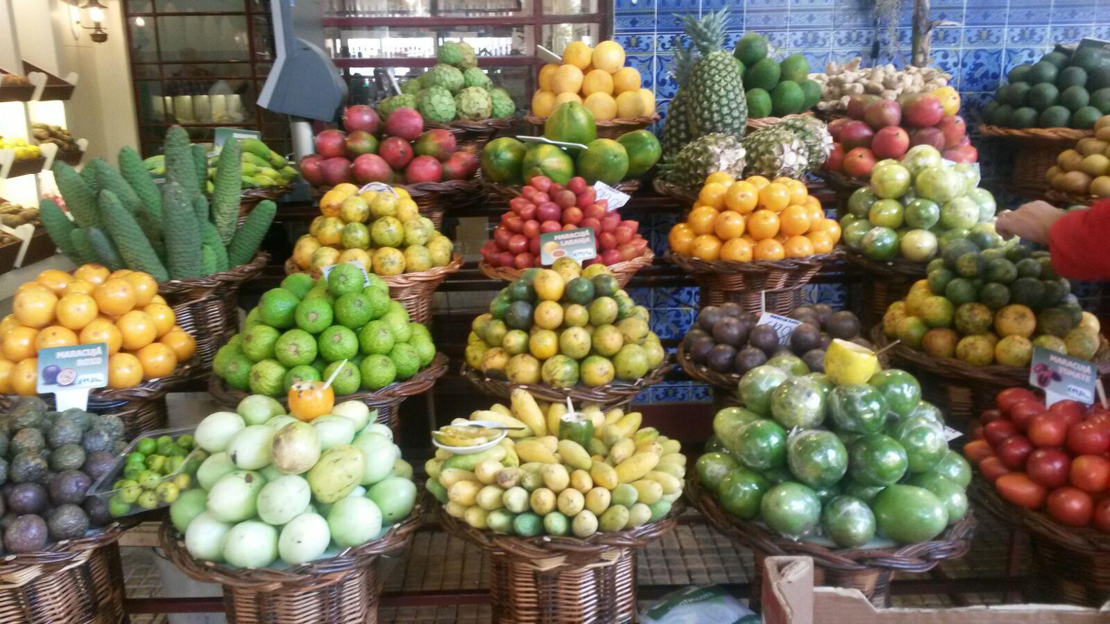 Exotisches in der Markthalle von Funchal
