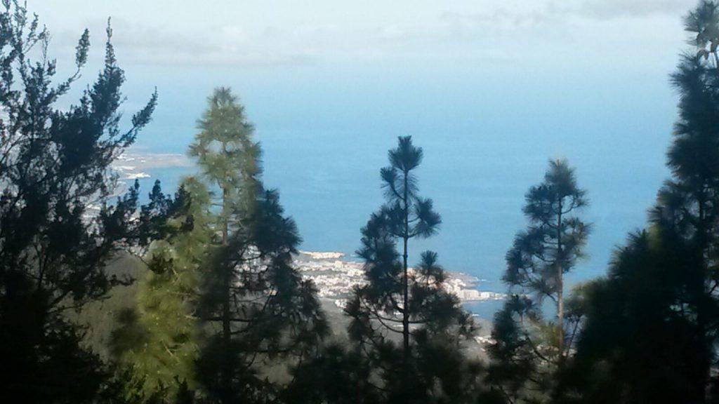 Sensationelle Aussicht auf den Atlantik bei einem Stopp hoch zum Pico del Teide, dem höchsten Berg Spaniens, der sich auf der kleinen Vulkaninsel Teneriffa befindet.