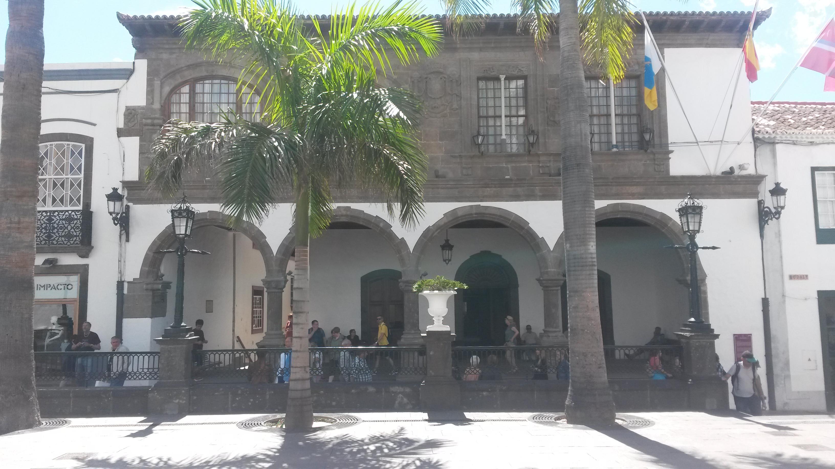 Das Rathaus von Santa Cruz de La Palma haben wir bei einer Führung während unserer Kreuzfahrt mit der AIDAsol ebenfalls besichtigt.