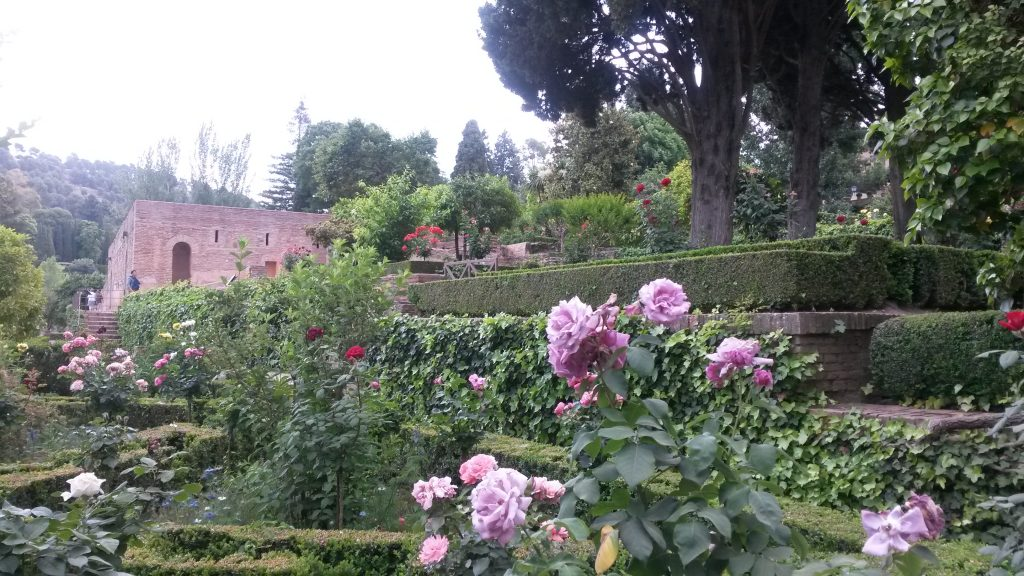 Wunderschön angelegte Gärten in der Alhambra, welche im Rahmen einer Führung ebenfalls besichtigt werden.