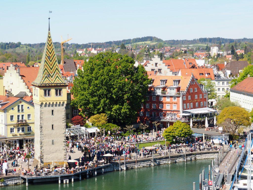 Märchenhafter Mangturm am Hafen in Lindau, zählt ebenfalls zu den bemerkenswertesten Sehenswürdigkeiten
