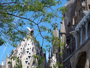 Facettenreiche Fassade der berühmten Sagrada Familia in Barcelona
