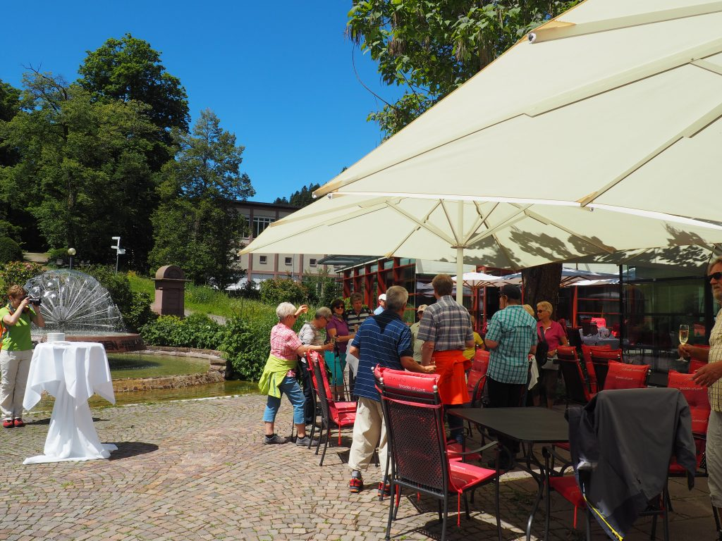 Aperitif auf der Terasse des Hotels Therme Teinach bei meiner kulinarischen Wanderung im Teinachtal