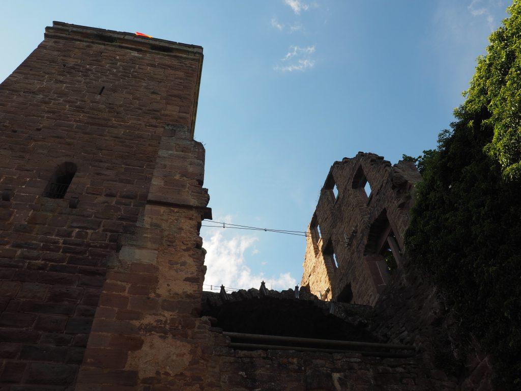 Burgruine mitten in dem sehenswerten Städtchen Zavelstein