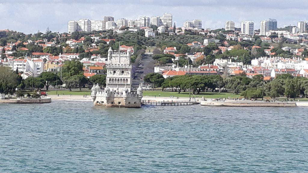 Der Torre de Belem vom Wasser aus betrachtet