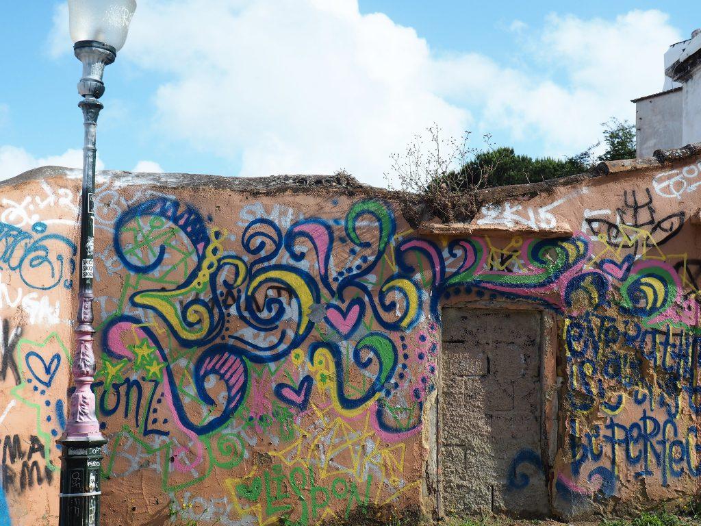 Streetart in Lissabon, die dir hier an vielen Ecken begegent