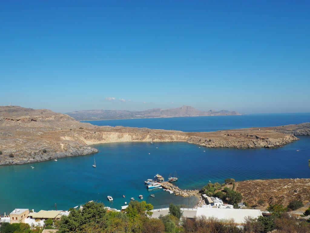 Imposanter Ausblick aufs Meer von der Akropolis von Lindos auf Rhodos