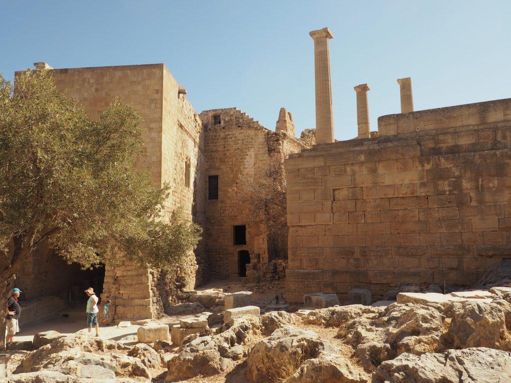 Vorhalle der Akropolis von Lindos auf Rhodos