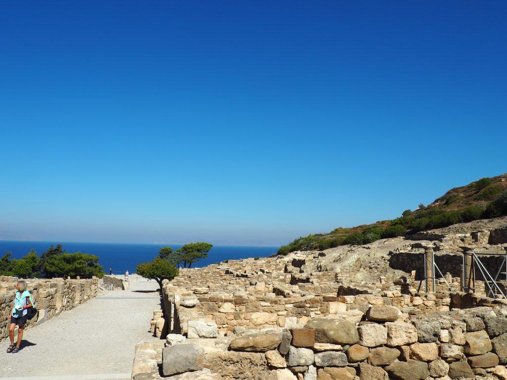 Fantastischer Ausblick über die Reste der antiken Stadt Kamiros auf Rhodos
