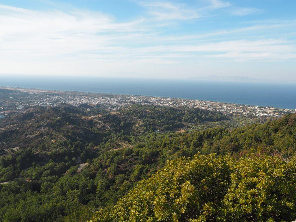 Fantastische Aussicht vom Berg Pilerimos auf den Norden der Insel Rhodos
