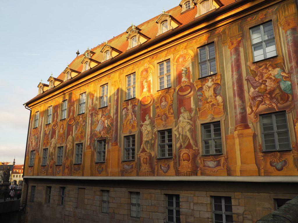Wunderschöne Fassadenmalerei am alten Rathaus in Bamberg