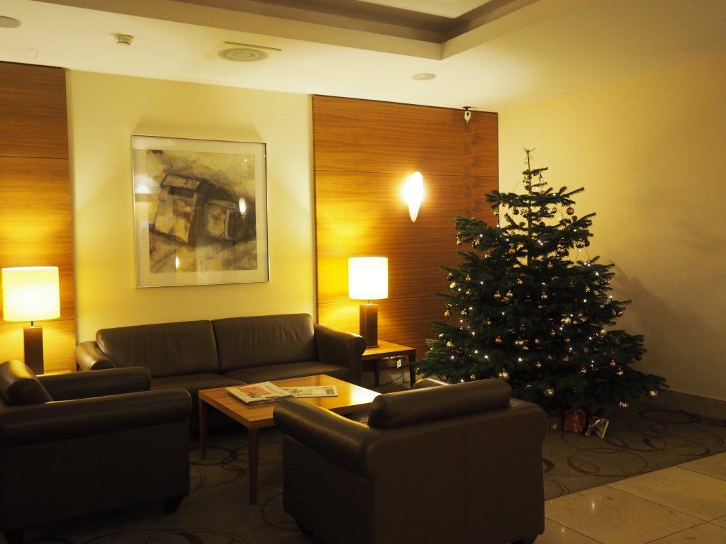 Adventlich geschmückte Lobby im BestWestern Hotel in Bamberg