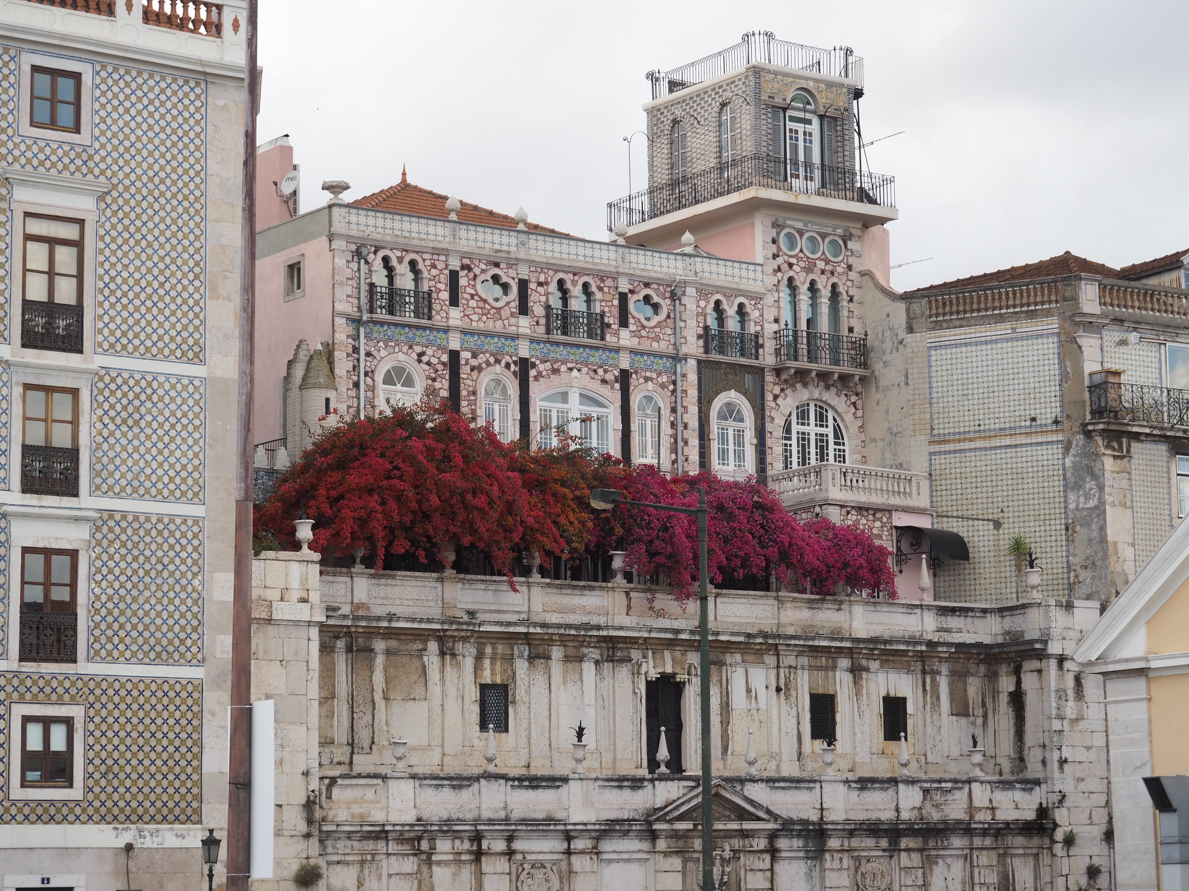 Häuserfassade am Tejo in Lissabon, eine meiner Top 5 Städte in Europa