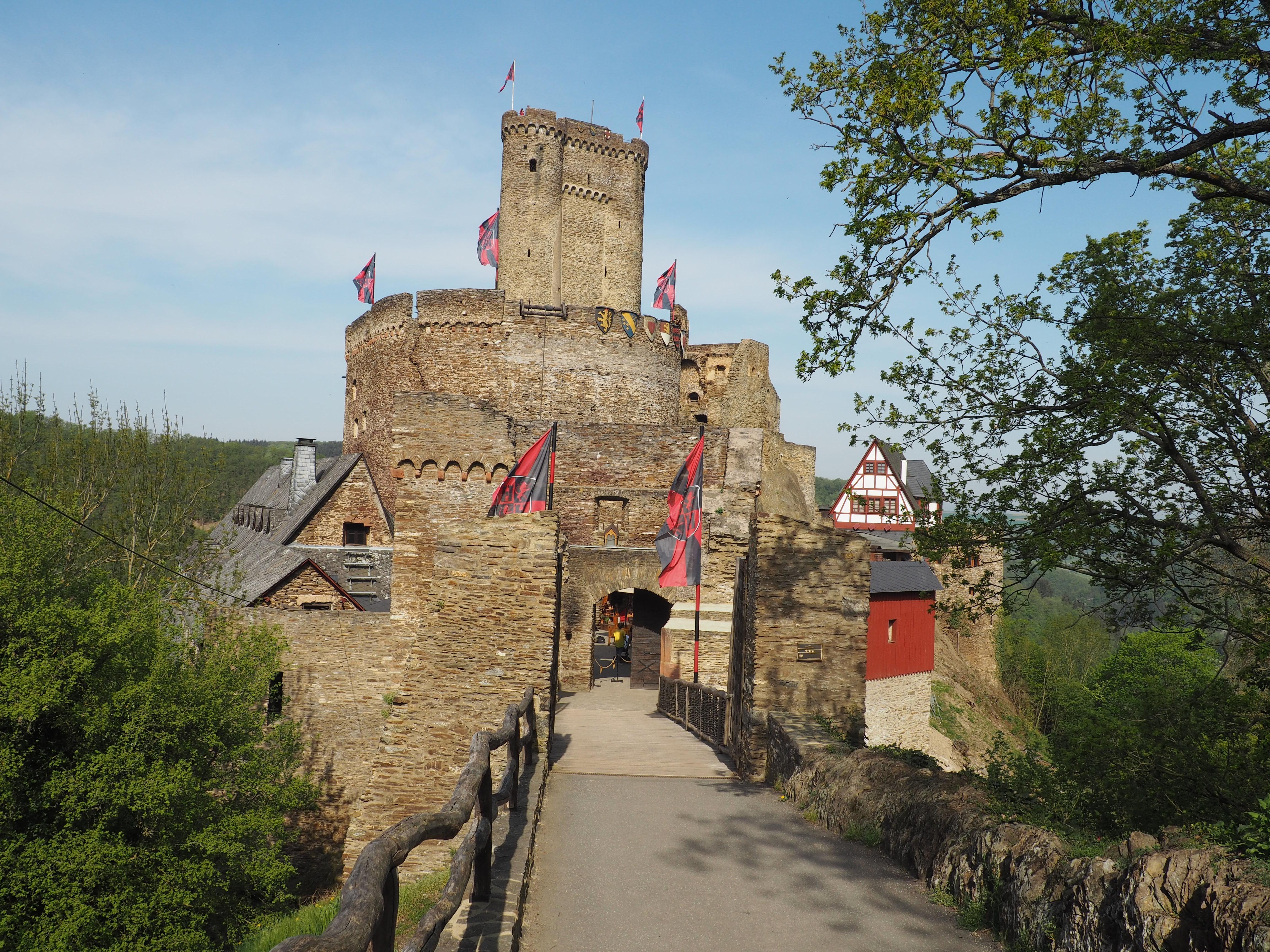 Erster Eindruck beim Burgerlebnis auf der Ehrenburg bei Brodenbach an der Mosel