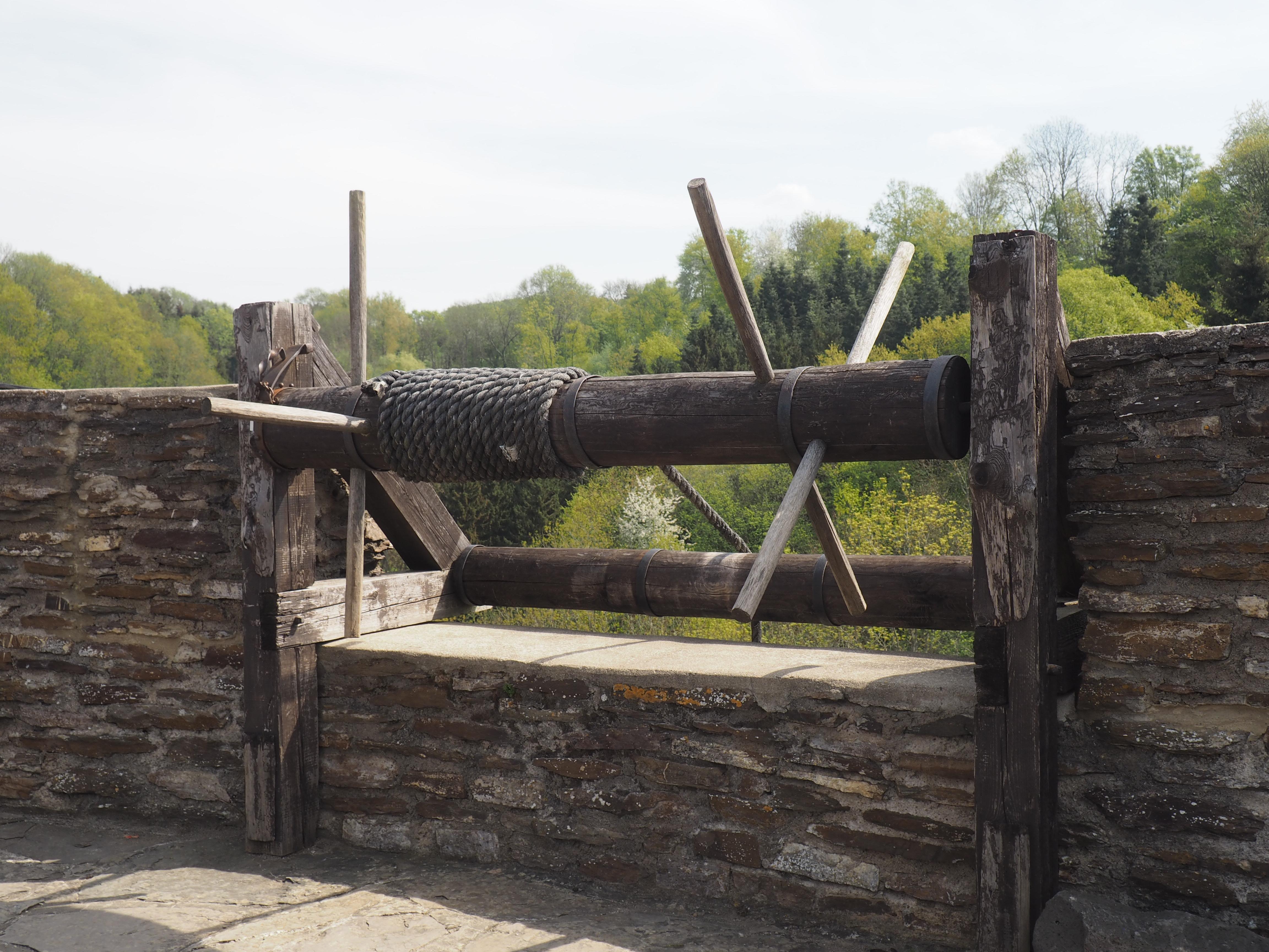 Seilwinde zum Öffnen des Gatters beim AbenteuerBurg auf der Ehrenburg bei Brodenbach an der Mosel