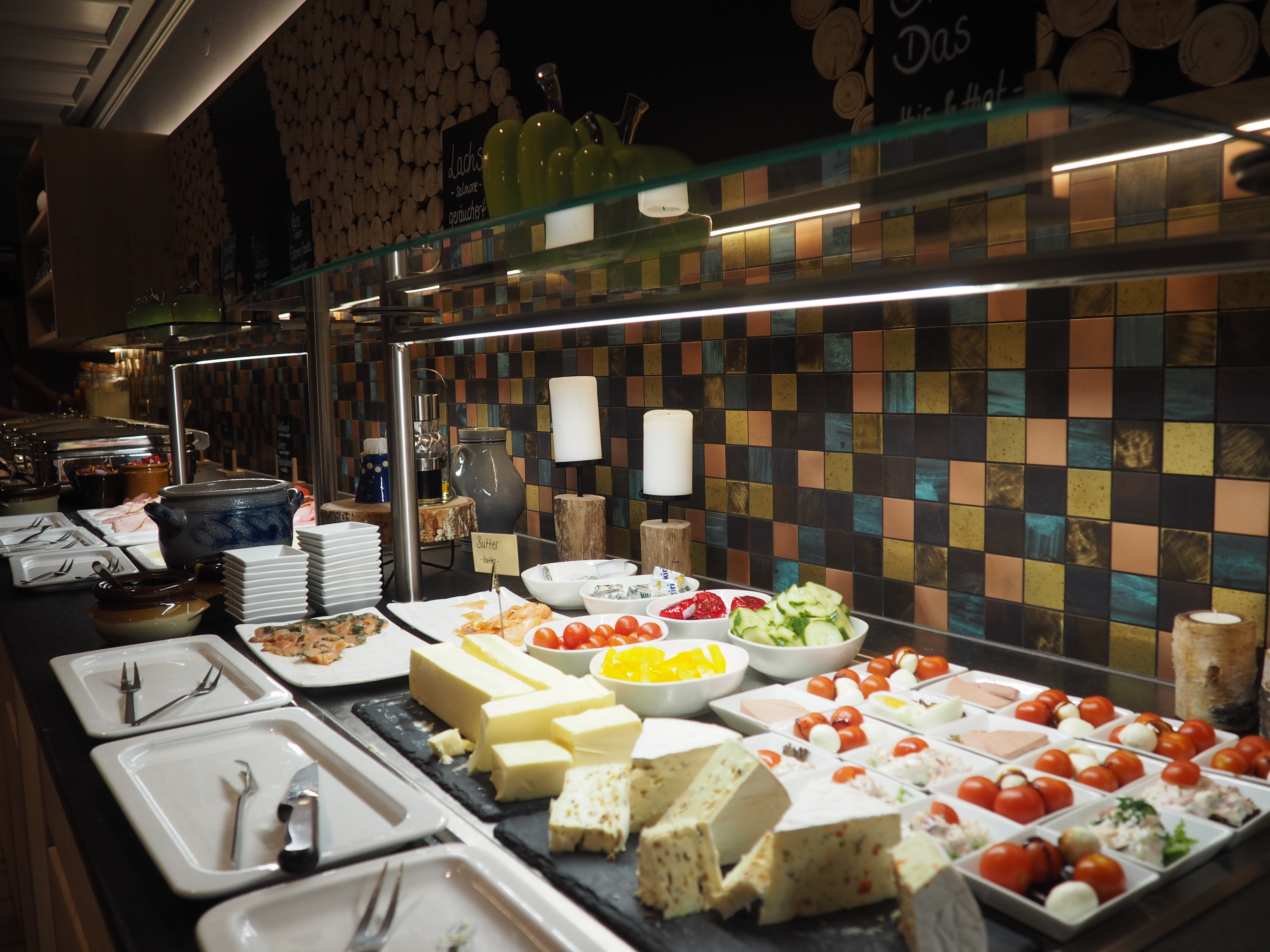 Kleiner Teil des Frühstückbuffets im Best Western Hotel Erb in Parsdorf bei München