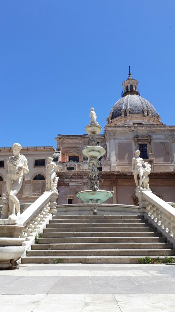 Die Fontana Pretoria in Palermo, von den einheimischen a.uch Brunnen der Schande genannt
