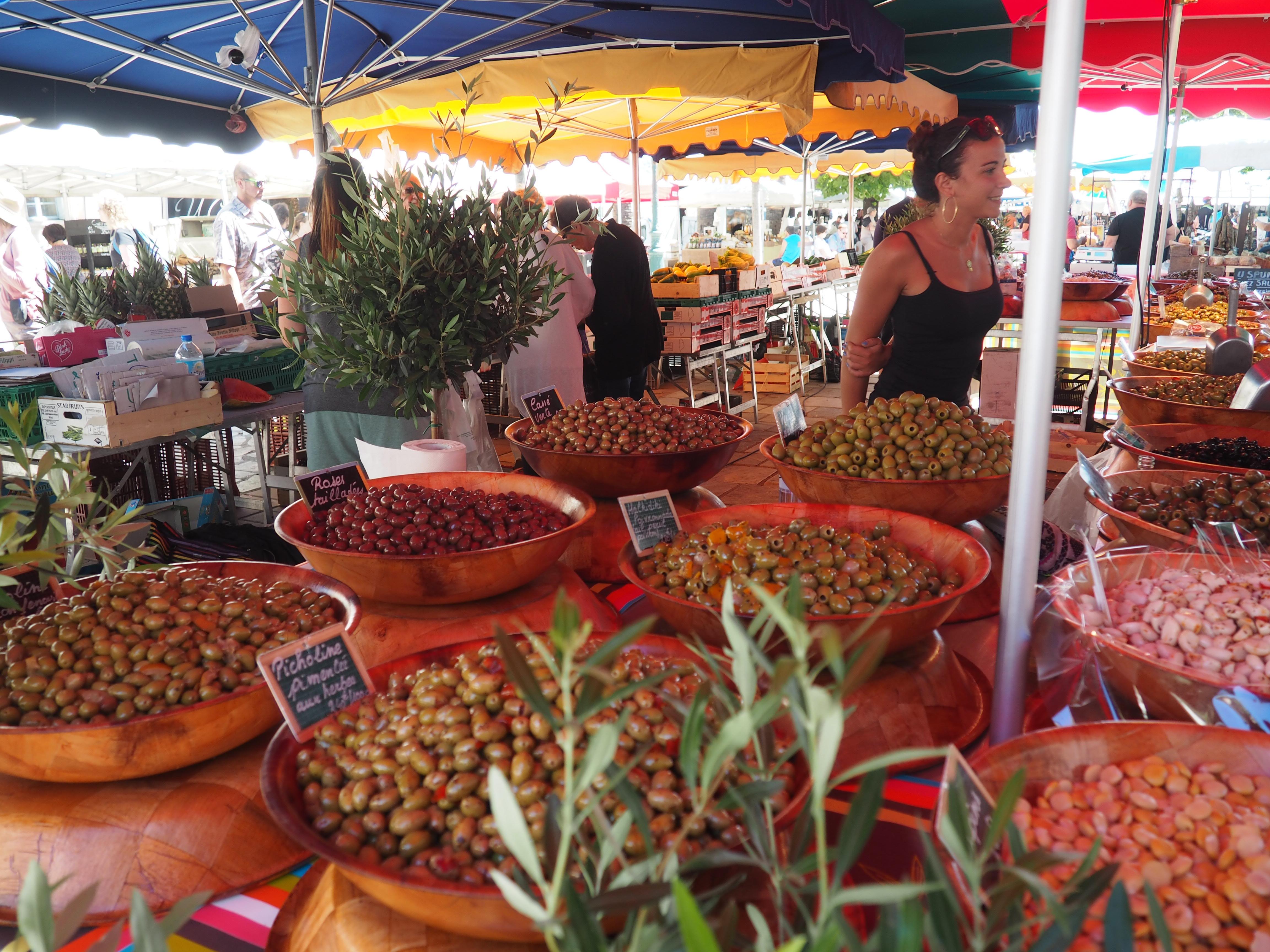 Oliven auf dem Markt von Ajaccio