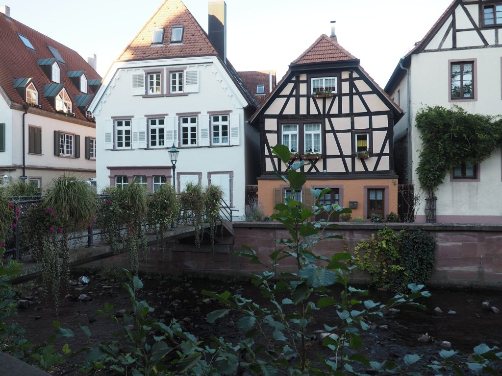 Stadtansichten in Ettlingen im Albtal mit wunderschönen Fachwerkhäusern