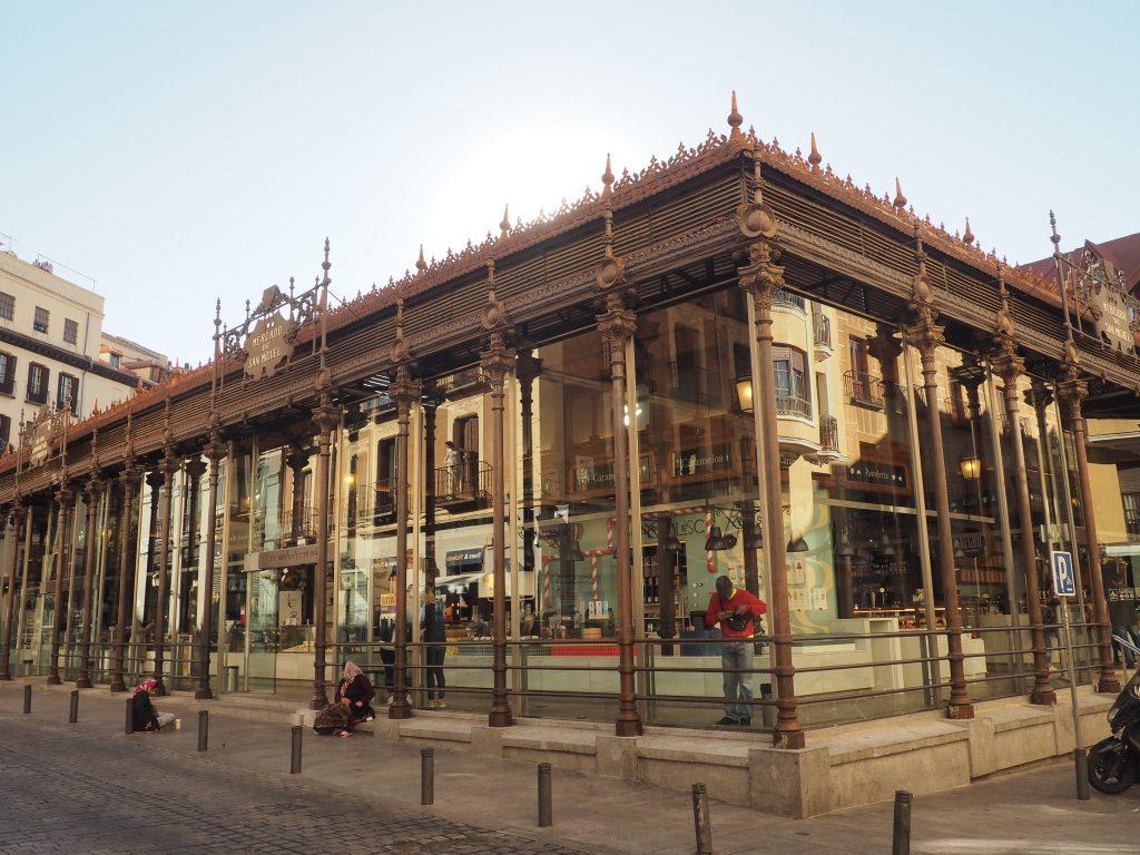 Markthalle San Miguel, eine bekannte Sehenswürdigkeit in Madrid