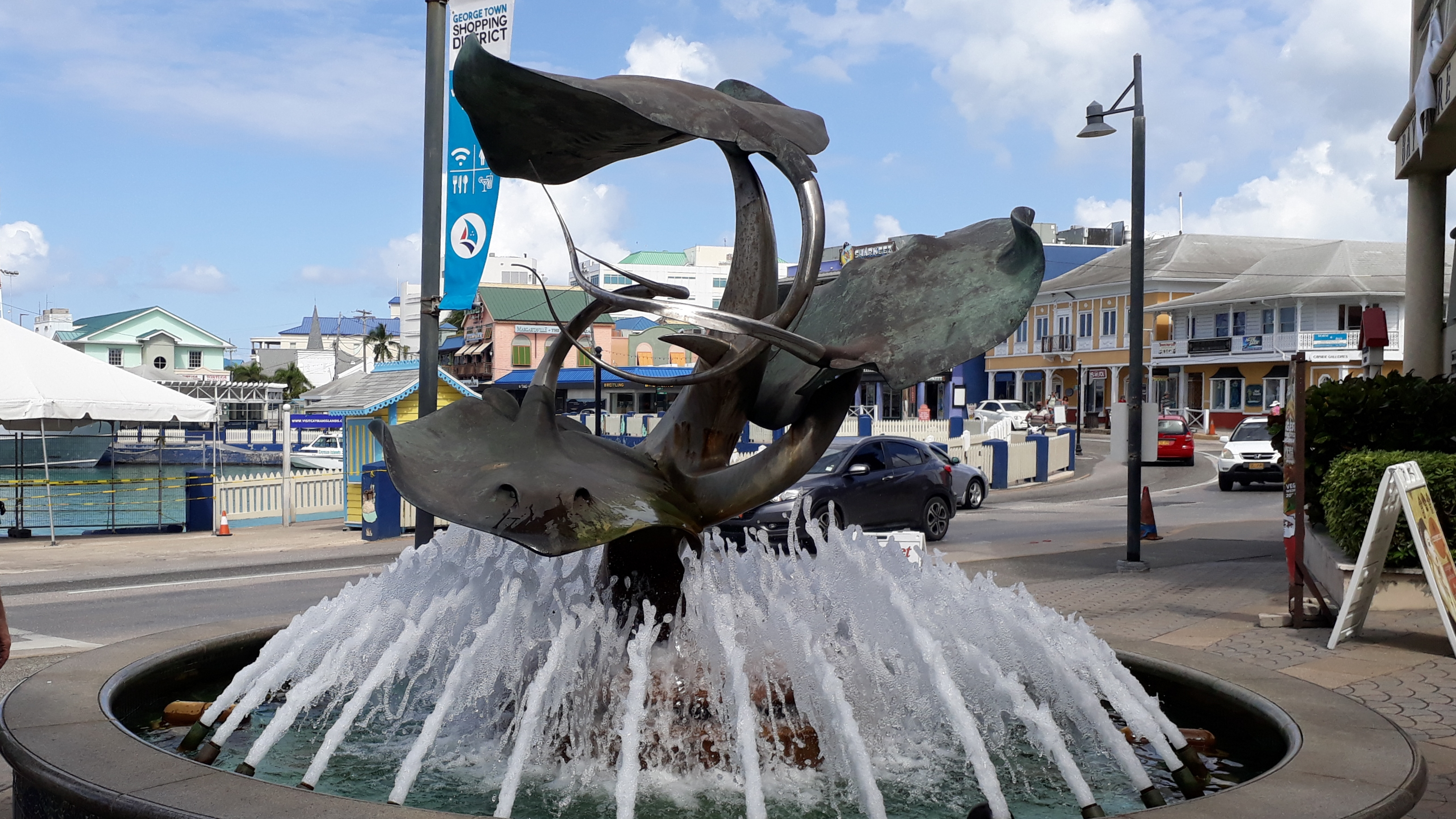 Stingray Brunnen in George Town auf Grand Cayman