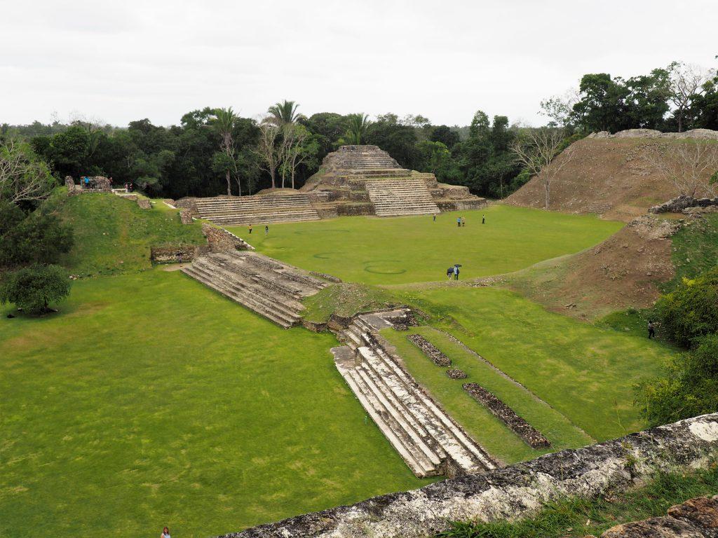 Fantastischer Ausblick auf die Mayastätte Altun Ha in Belize