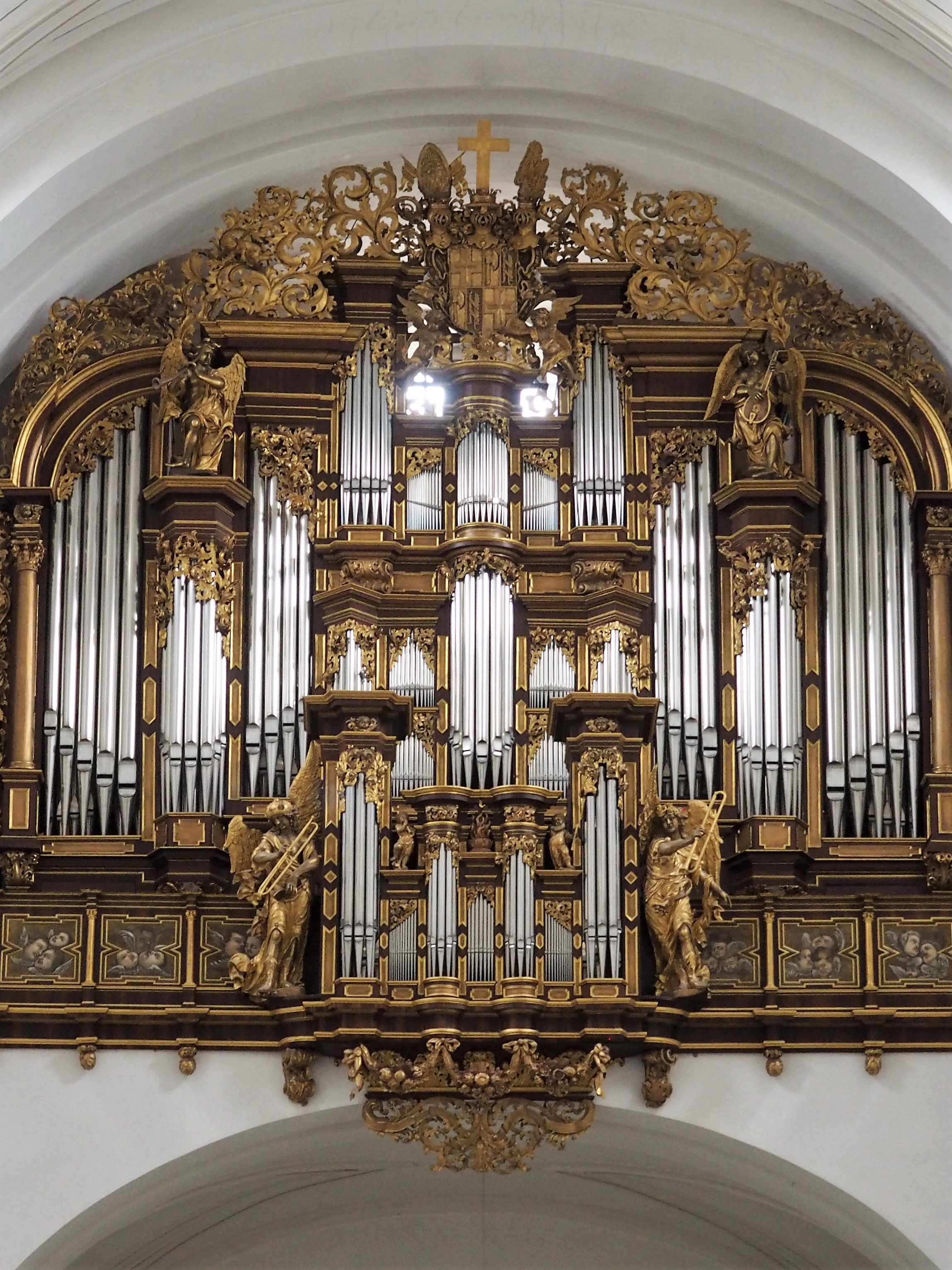 Imposante Orgel im Dom St. Salvator in Fulda