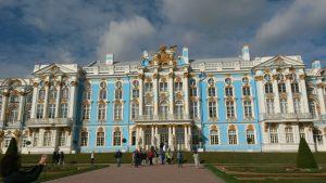 Unvorstellbar prunkvoller Palast der Zarin Katharina in St. Petersburg