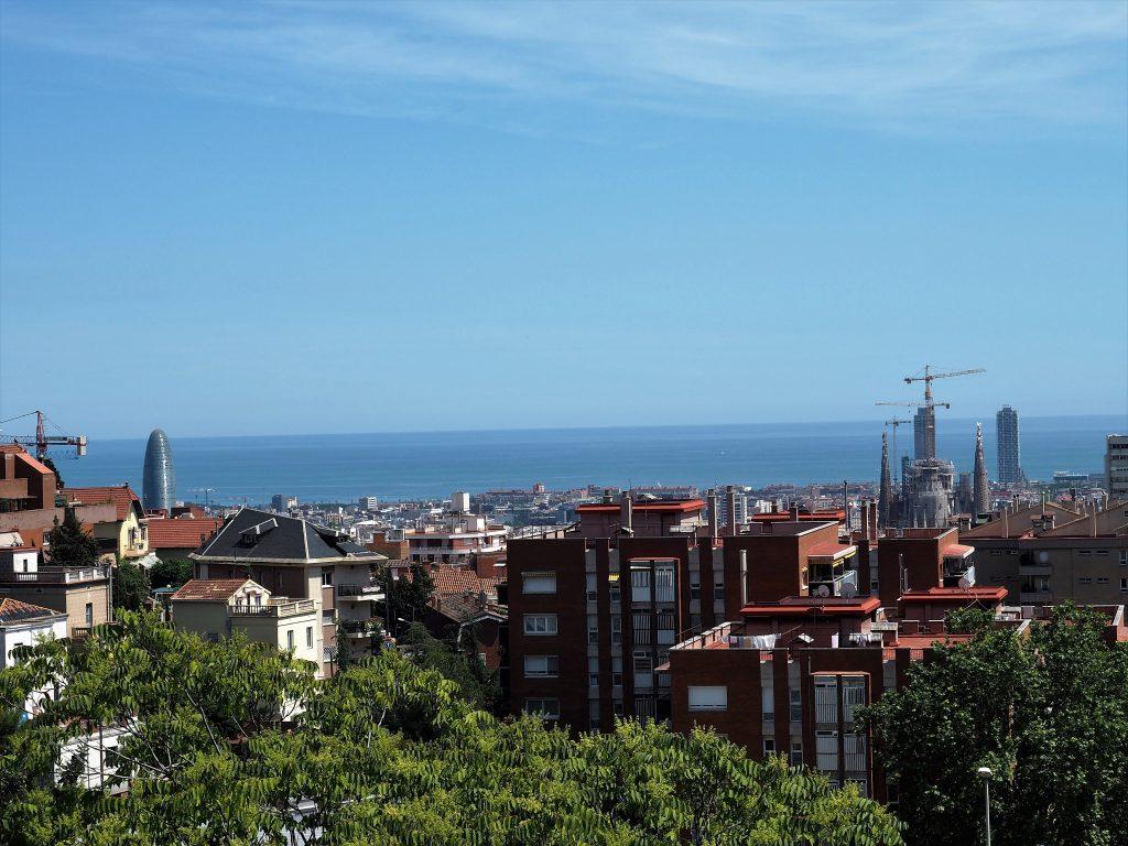 Vom Parc Güell hast du eine atemberaubende Aussicht über Barcelona