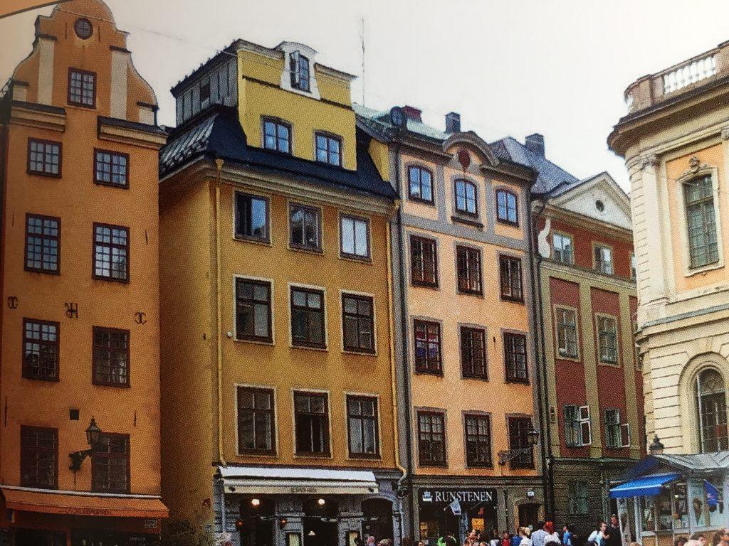 Bunte Häuserzeile in Gamla Stan, der Altstadt von Stockholm, eine der schönsten Städte in Europa