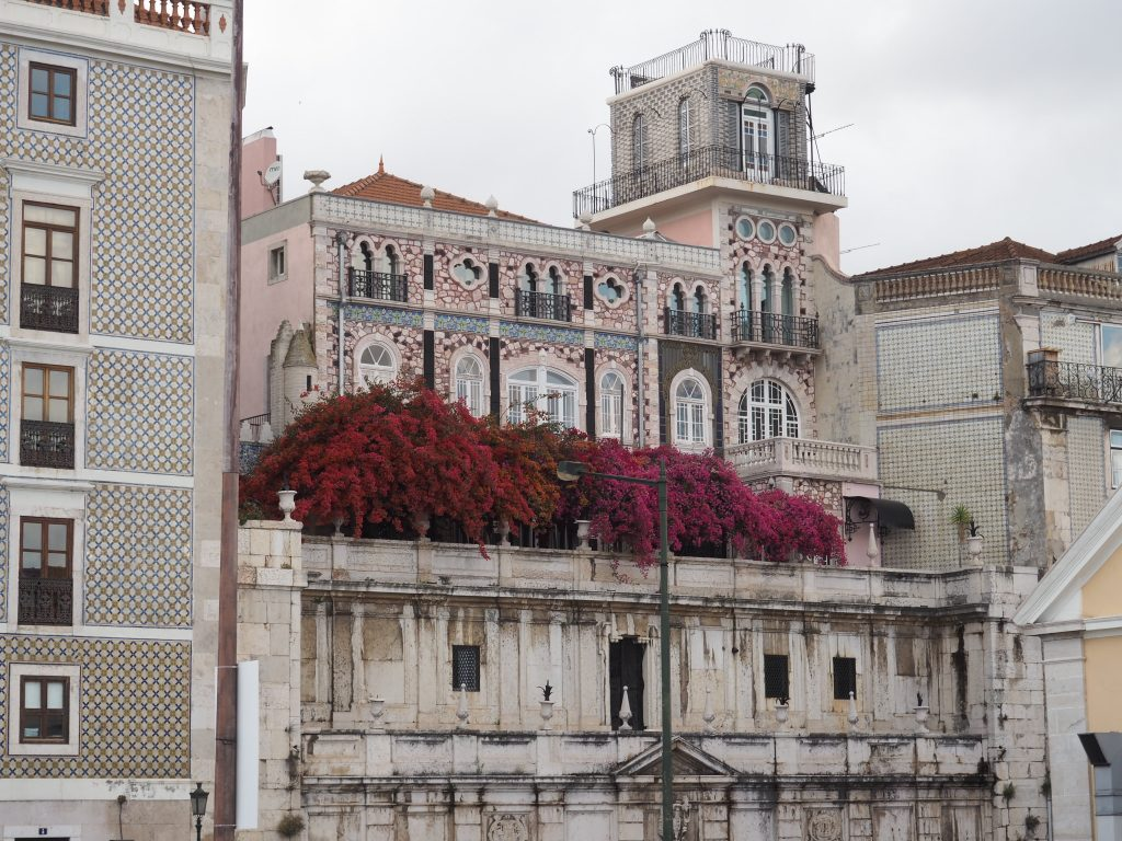Häuserfassade am Tejo in Lissabon, eine meiner 5 schönsten Städte in Europa
