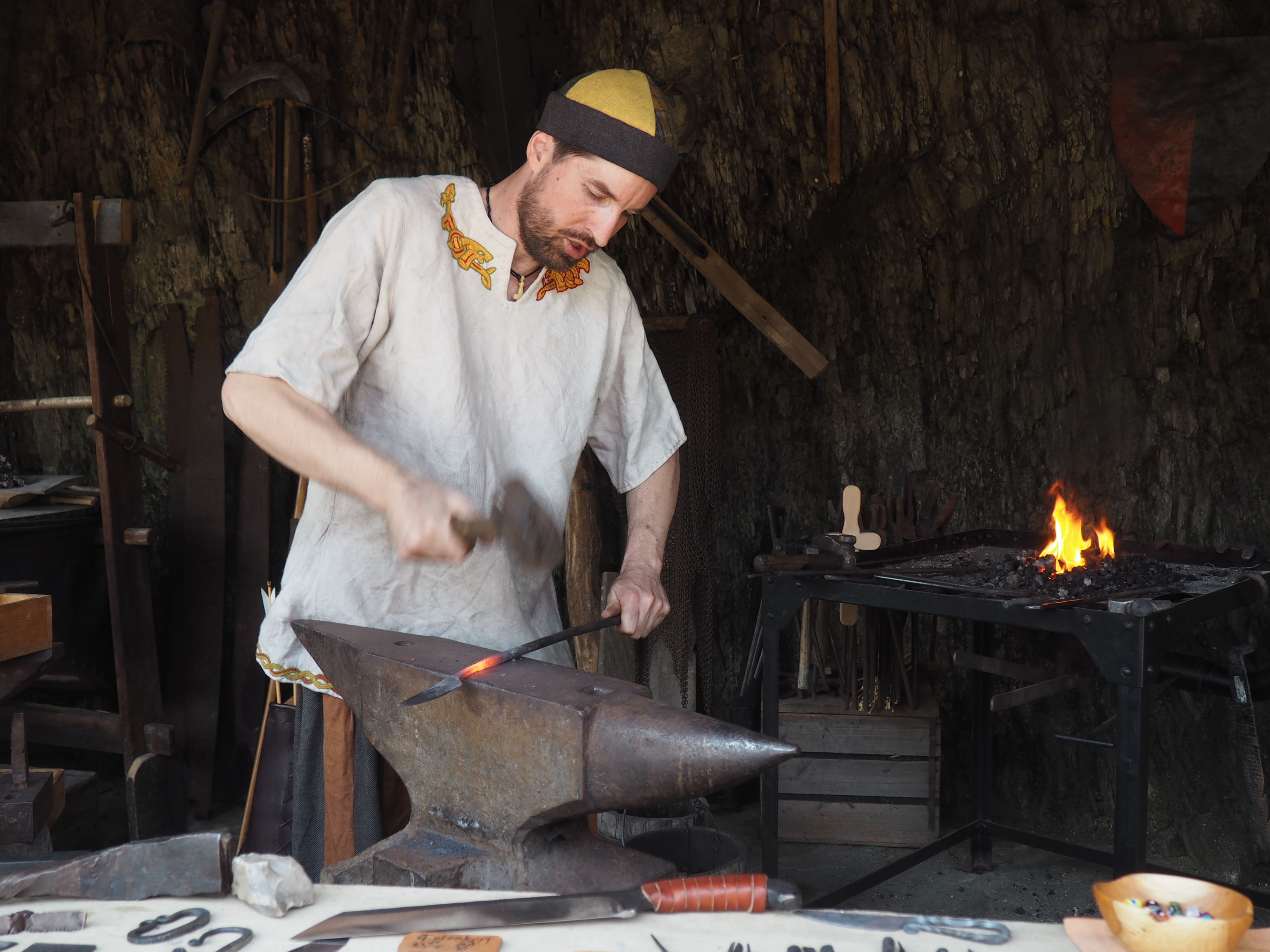 Historische Schmiede beim Burgerleben auf der Ehrenburg bei Brodenbach an der Mosel