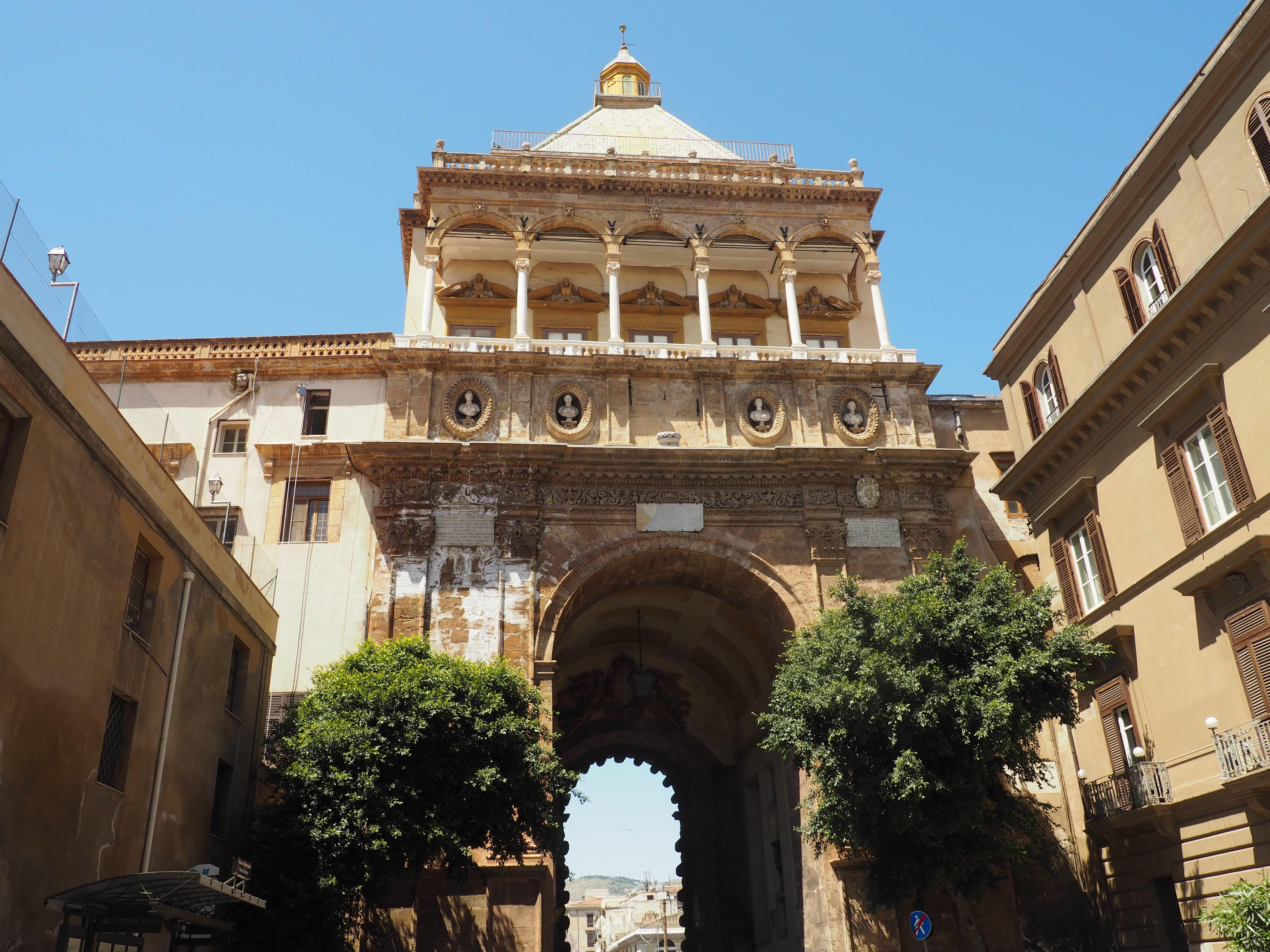 Bei unserem Ausflug auf eigene Faust in Palermo haben wir auch den Palazzo dei Normanni angeschaut
