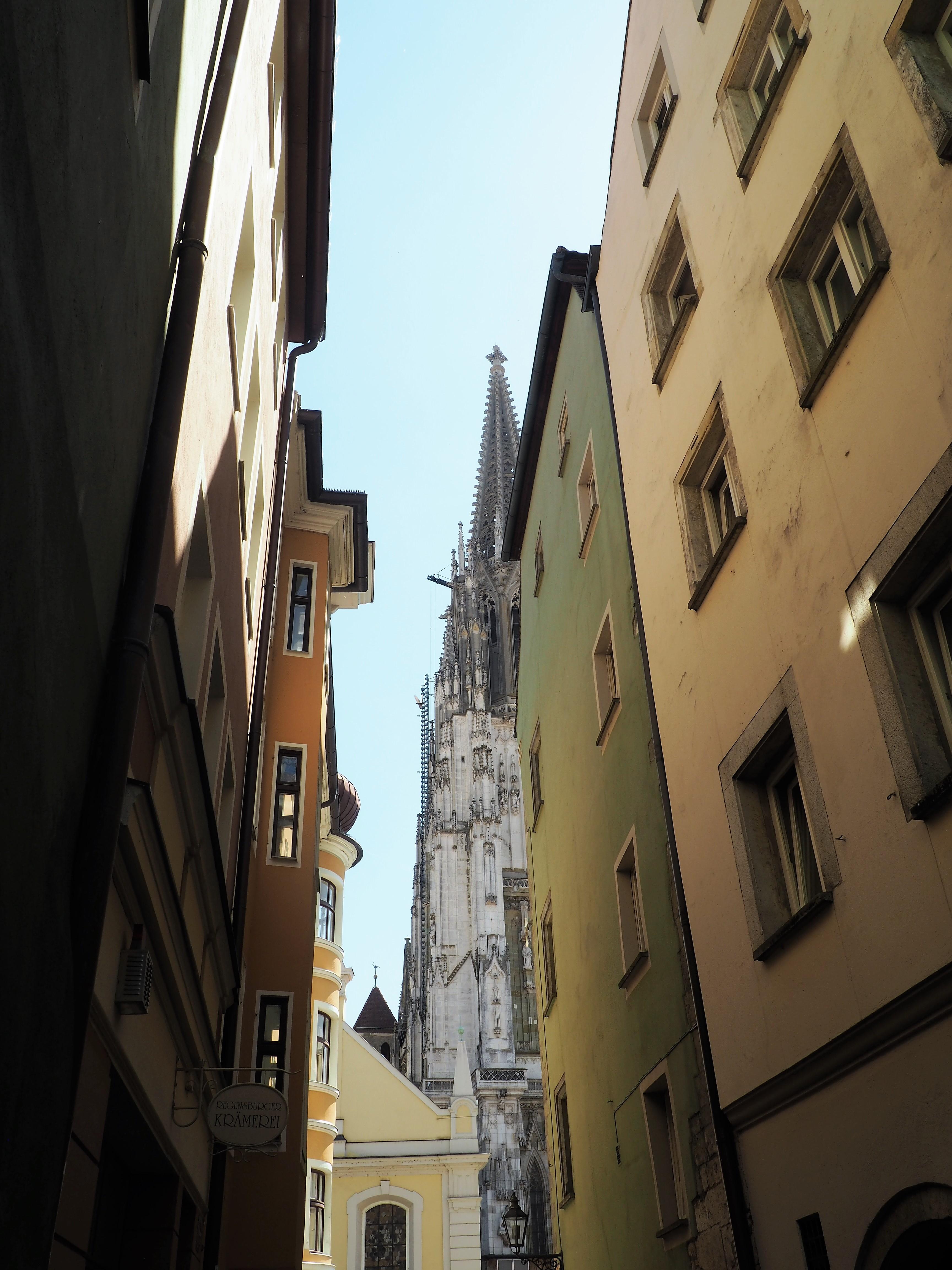 Unterschiedliche Blickwinkel auf den Dom in Regensburg