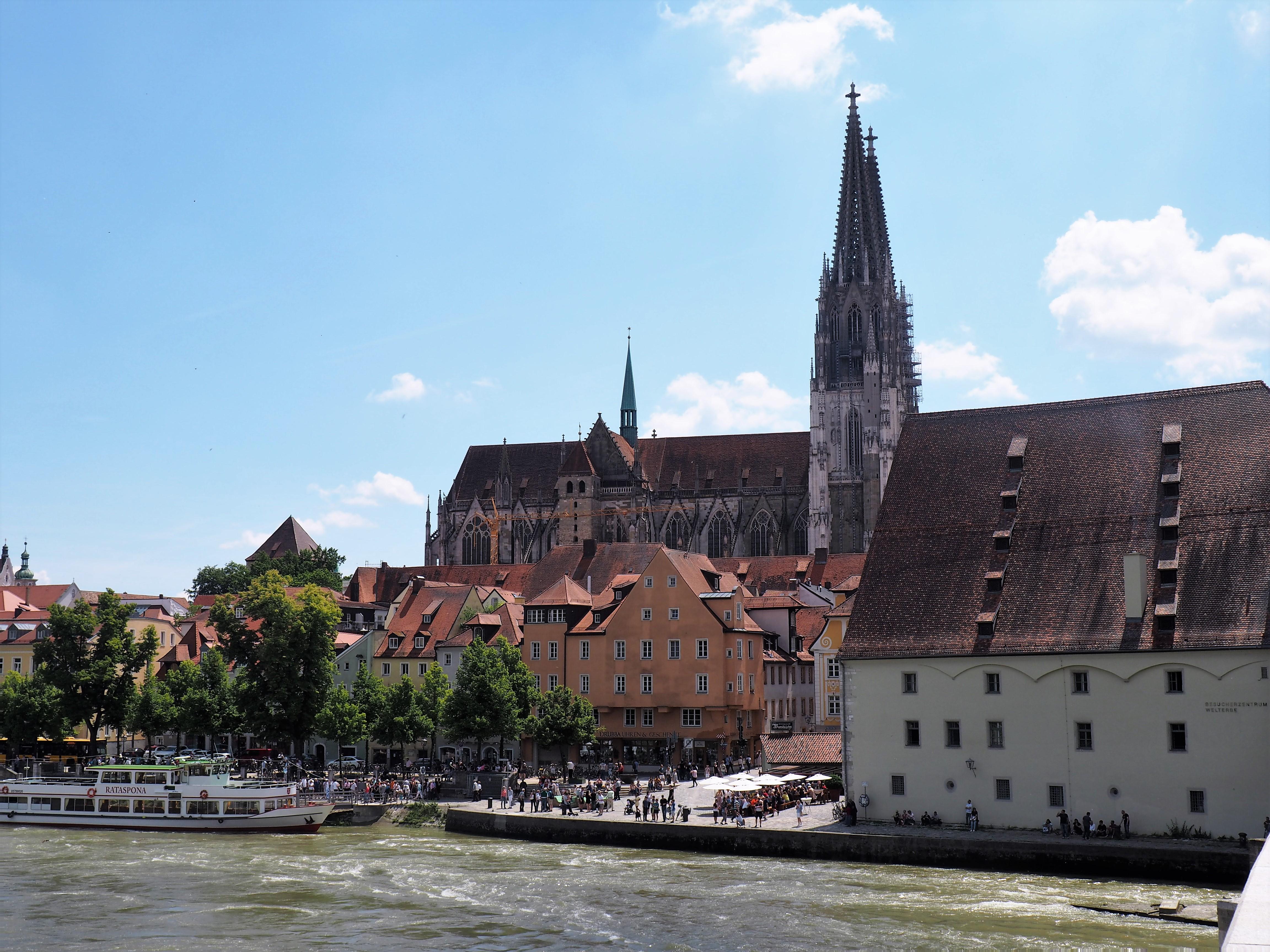 Blick von der Steinernen Brücke auf den Dom