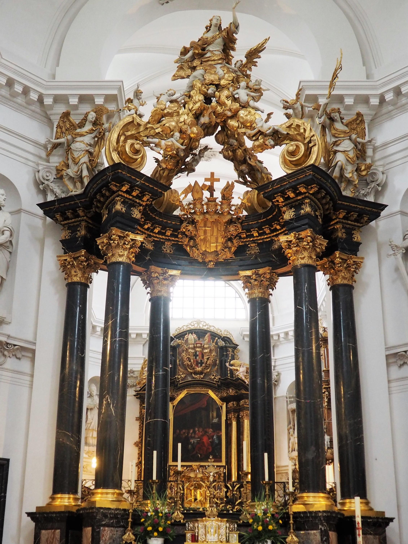 Altarraum im Dom St. Salvator