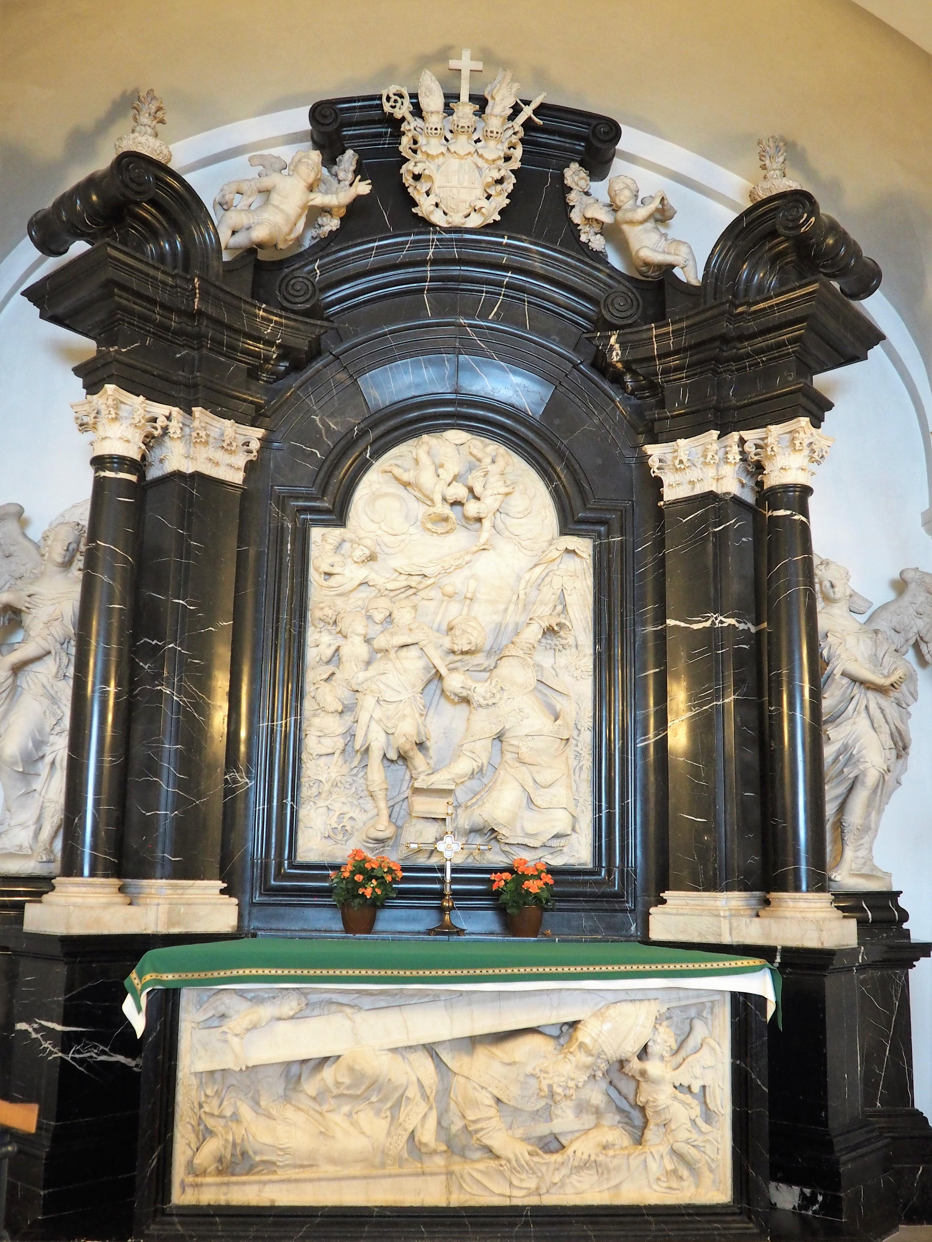 Sarkophag des Heiligen Bonifaziusim Dom zu Fulda