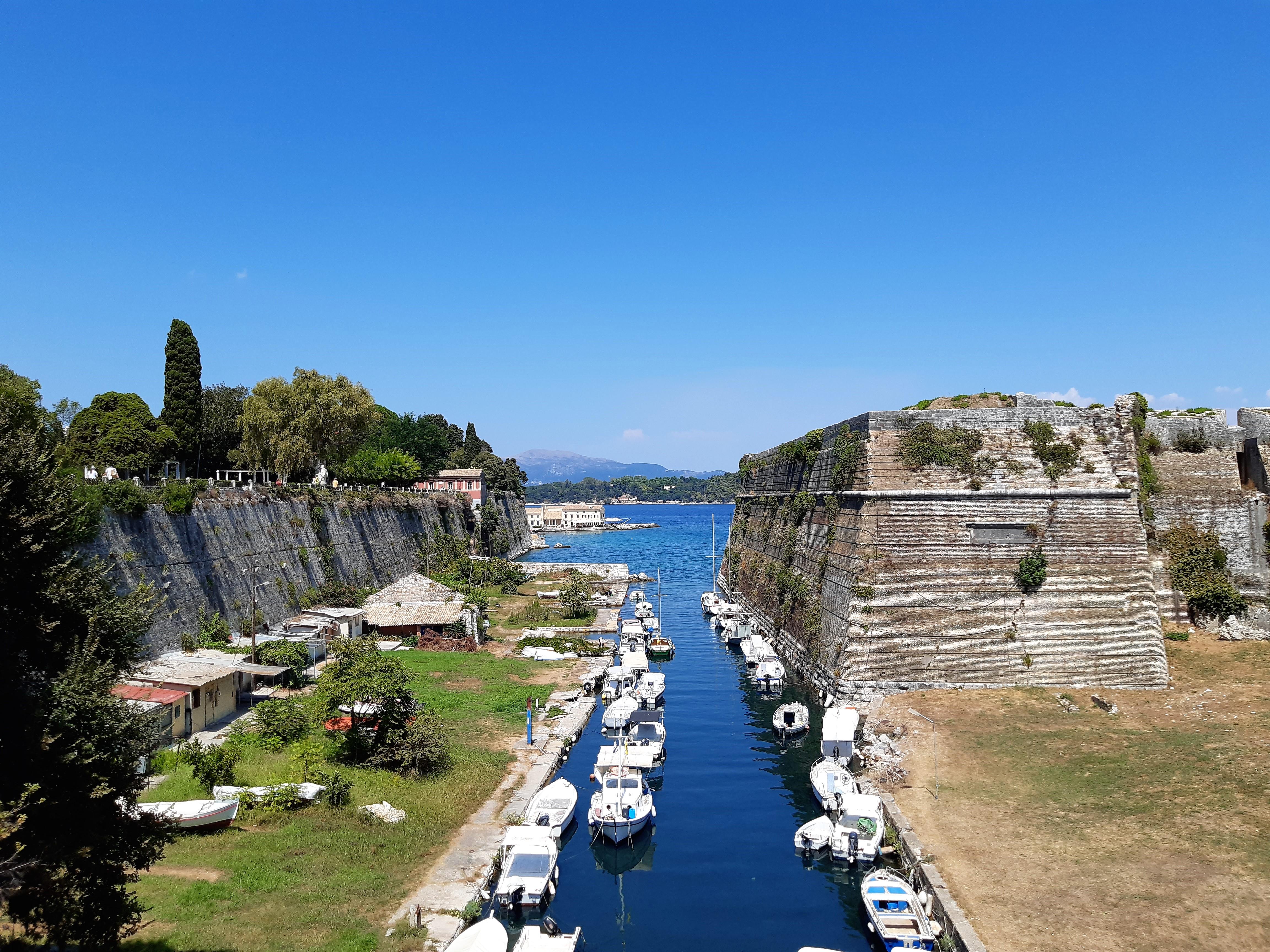 Spektakulärer Blick von der Brücke zur Alten Festung auf Korfu
