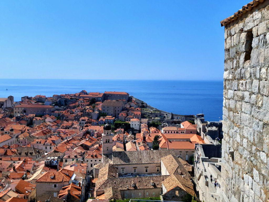 Blick von der Stadtmauer über die Dächer der Altstadt