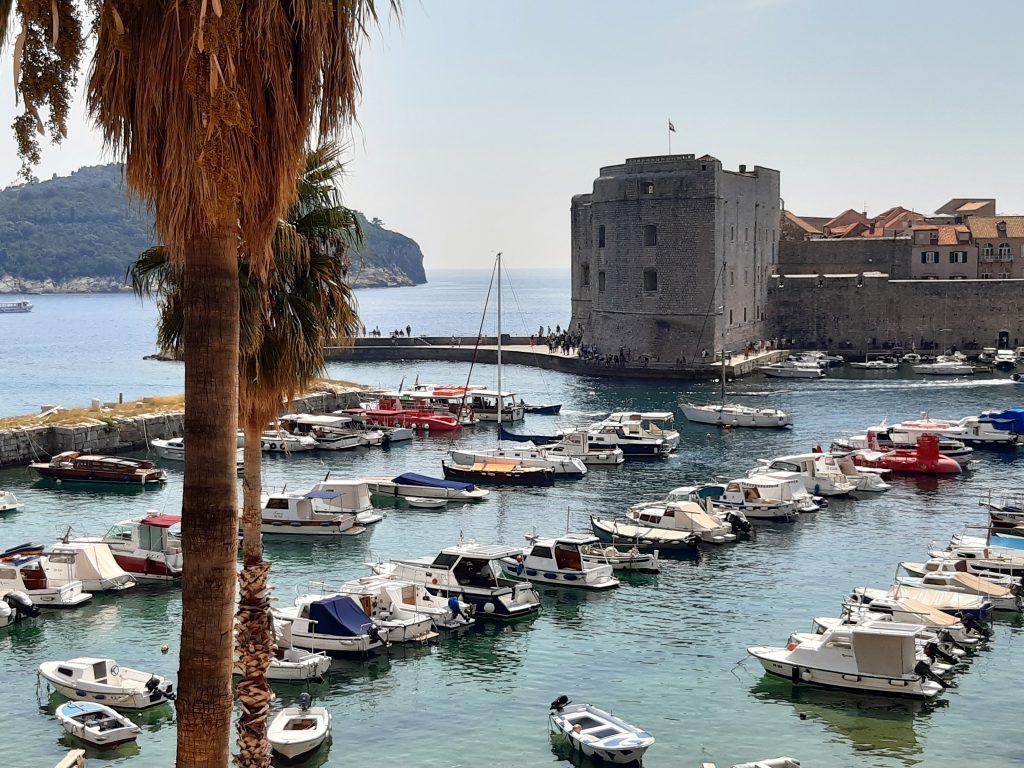 Alter Hafen von Dubrovnik bei einem Kreuzfahrt Ausflug besichtigt