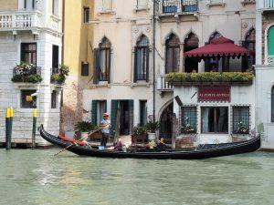 Gondoliere in Venedig, Kreuzfahrtausflug auf eigene Faust